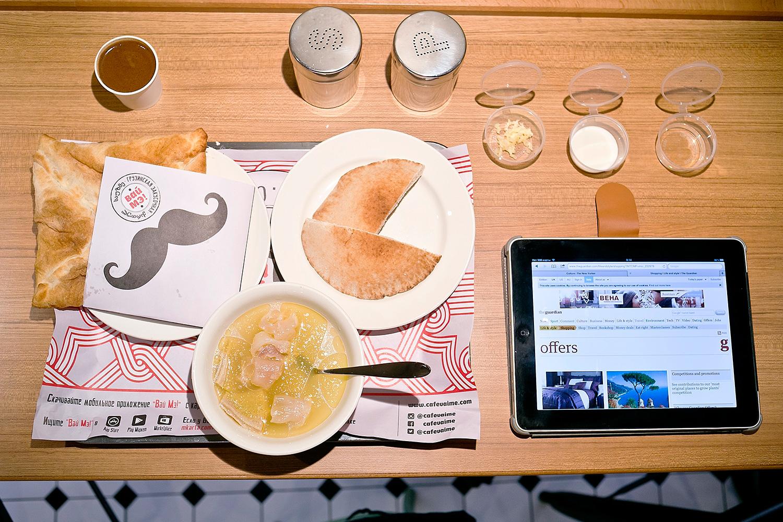 Хаши с молоком, винным уксусом и толченым чесноком, 100 р., пеновани с мясом, 200 р., кофе в турке, 100 р.