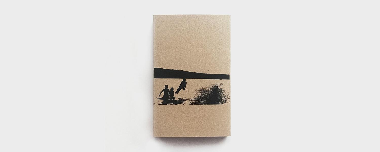 В оформлении кассеты использованы фотографии семидесятых — но уже семьи Клочихина: скромный автор сравнивать две истории не стремится, но и обложка добавляет альбому многое