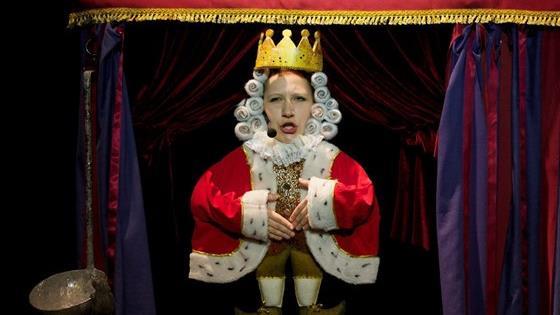 Жил был король
