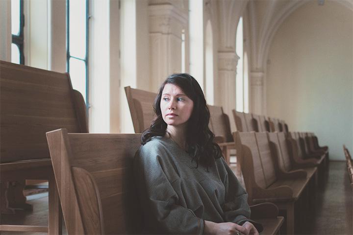Создательница концертных сессий «Gloria Project» Валентина Янсен в Кафедральном соборе Святых Петра и Павла