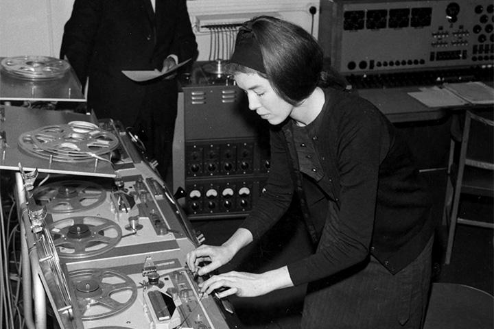 Авангардная электроника и женщины