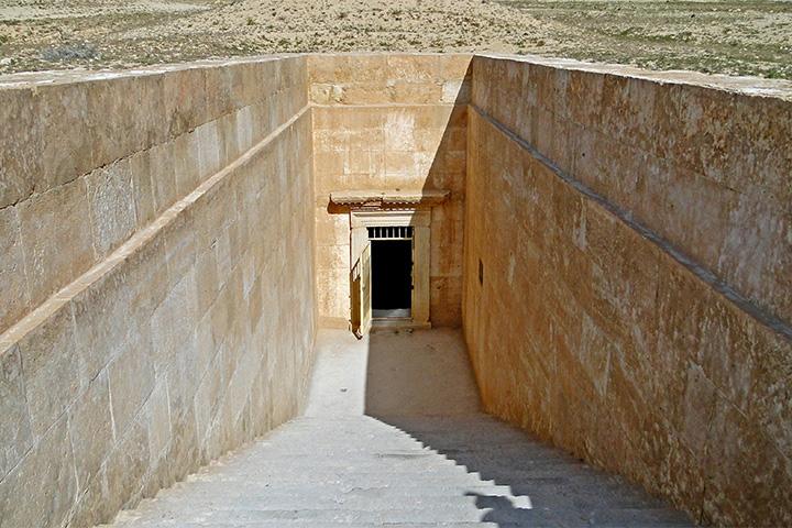 Вход в склеп Трех братьев в Пальмире