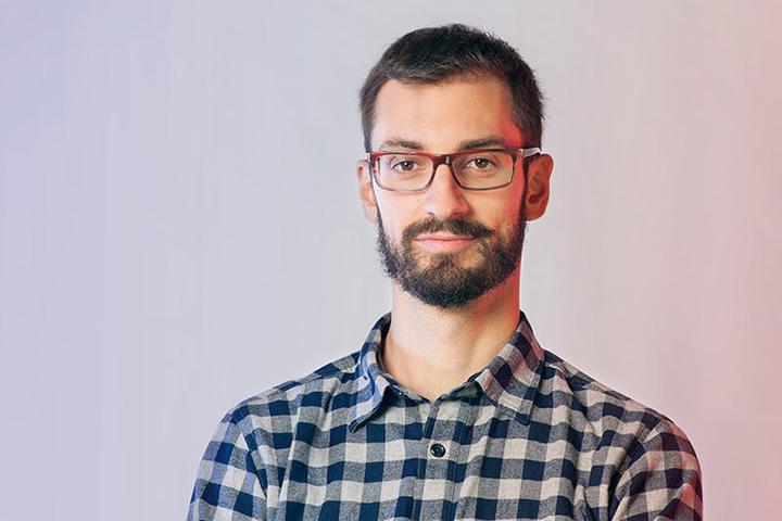 Даниеле Беллери — сооснователь лондонского дизайн-бюро Granger Press и редактор издания Objects Reviewed, которое доступно только на смартфонах и планшетах.