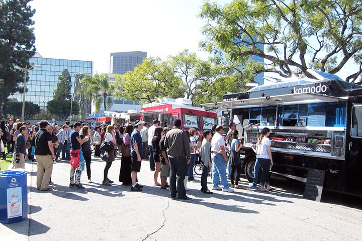 Примерно так выглядит фестиваль уличной еды в Лос-Анджелесе