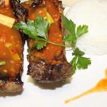 Ресторан Золотая панда - фотография 6 - Свиные ребрышки гриль в кисло-сладком соусе с рисом
