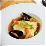 """Ресторан Corner Café & Kitchen - фотография 3 - Филе зубатки в бульоне """"Умами"""""""