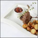 Ресторан Голубка - фотография 1 - Котлеты из говядины Коби с картофелем, лисичками и луковым мармеладом