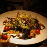Ресторан New Point - фотография 3 - Микс салатов с тигровыми креветками и вялеными томатами