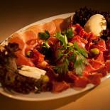 Ресторан Югос - фотография 2 - Нежнейший пршут, домашние сыры, каймак, айвар!