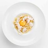 Ресторан Erarta - фотография 1 - Домашняя трюфельная паста с белыми грибами и темперированным желтком