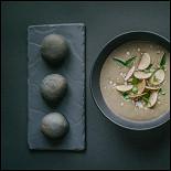 Ресторан Брют - фотография 5 - Крем-суп из белых грибов с пирожками