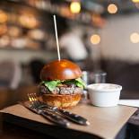 Ресторан Brixton - фотография 1 - бургер с говядиной и беконом