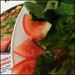 Ресторан Биф-хаус - фотография 2 - убило, что вот ЭТО режут в салат в сезон вкуснейших недорогих помидоров. если такое сьесть с закрытыми глазами, то никогда не угадаешь, что ешь))