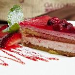 Ресторан Milano ricci - фотография 6 - Земляничный чизкейк