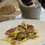 Ресторан Fleur café - фотография 1 - Куриная грудка по-киевски с картофельным пюре и сливочным соусом
