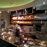 Ресторан Поль-бейкери - фотография 6 - Стойка хлеба и выпечки
