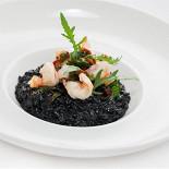 Ресторан Vinograd - фотография 4 - Ризотто с креветками и чернилами каракатицы