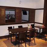 Ресторан Чешский дворик - фотография 2 - Столики перед ВИП-кабинетом