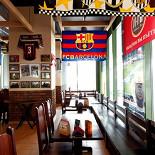 Ресторан Интер - фотография 2 - Пивной Дом «ИНТЕР» Пивной ресторан с собственной пивоварней, расположен на первом этаже гостиницы «Милан».  В ресторане проводятся трансляции спортивных мероприятий.  Бизнес-ланч: 13:00-16:00 (понедельник-пятница). Часы работы с 12:00 до 24:00 ежедневно.