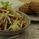 """Ресторан Йогадом - фотография 2 - Легкий завтрак: фруктовый салат и """"живая"""" булочка"""