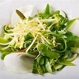 Ресторан Le boat - фотография 3 - Салат из зеленых овощей с щавелевым снегом