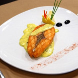 Ресторан Бергамот - фотография 4 - Стейк из норвежского лосося