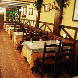 Ресторан Старый дом  - фотография 3 - Основной зал