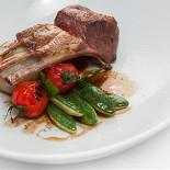 Ресторан Vinograd - фотография 1 - Каре ягненка с овощами