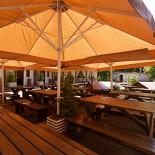 Ресторан Маска - фотография 2 - Летняя площадка