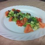 Ресторан Бугров - фотография 3 - салат с слабосолёной сёмгой