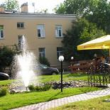 Ресторан Жела - фотография 2 - Общий вид территории с фонтанчиком.