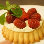 Ресторан Часы - фотография 2 - Корзиночка с ягодами к чаю.