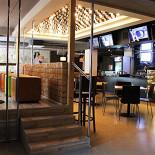 Ресторан Маруся - фотография 3 - 11 плазменных телевизоров в 4 зонах кафе  и большой экран с проектором для просмотра футбольных матчей и других спортивных мероприятий!