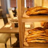 Ресторан Эларджи - фотография 2 - Хлеб испеченный в грузинской печи Тонэ.