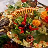 Ресторан У Нарвских ворот - фотография 4 - Банкетное блюдо - украшение любого свадебного стола!