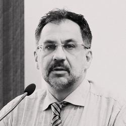 «Экономика и политика — не шахматы, а скорее эдакие нарды»
