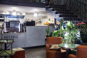 Bee's Knees Café