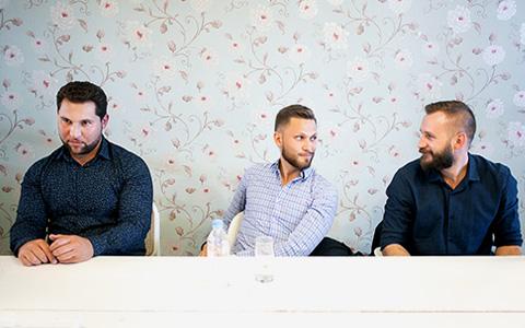 Гомофобия, усы Стрелкова и стрижка под экстази: что такое московские барбершопы