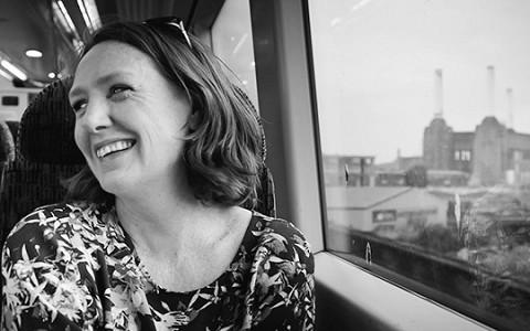 «Девушка в поезде»: почему триллер британской журналистки стал бестселлером года