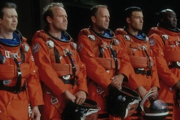Майкл Бэй извиняется, Ван Сент проявляет инициативу, Ридли Скотт снял фильм про красный «ягуар»