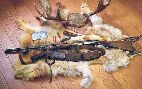 «Лечу и свищу — свинью пугаю»: охотники показывают свои ружья и трофеи