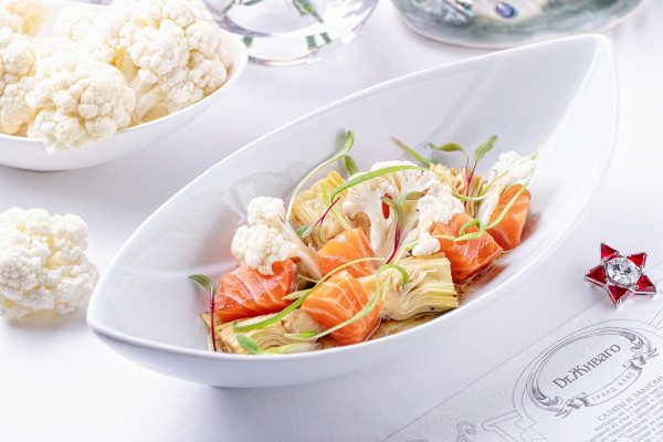 цветная капуста с артишоками, охлажденным лососем и маслом белого трюфеля (650 р.)