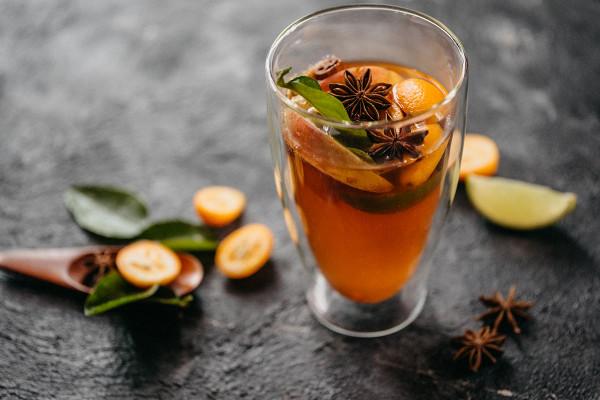 чай с кумкватом, листом кафрского лайма и гвоздикой (350 р.)