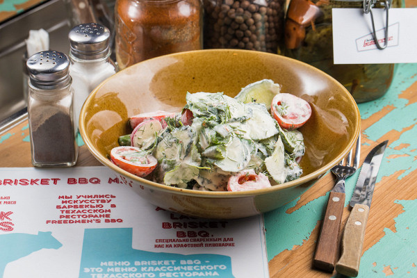 market salad из свежих огурцов, редиса и помидоров черри со сметаной (410 р.)
