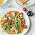 """Ресторан Max Brenner - фотография 8 - Салат """"Чикен Вафл"""" на несладкой розмариновой вафле с козьим сыром, беконом и куриным филе"""