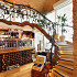 Ресторан Ле сомелье - фотография 6 - Уникальная кованая лестница ручной работы, выполненная ввиде лозы ведет на второй этаж винотеки.