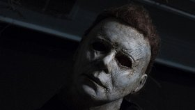 Кинопремьеры недели: «Хеллоуин убивает», «Кошачьи миры Луиса Уэйна», «Маленькая мама» и «По соседству»