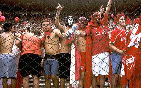 Что поют футбольные фанаты: Максим, The White Stripes, Боб Марли и другое