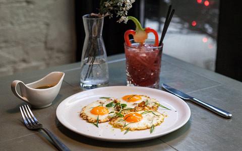 10 похмельных завтраков и бранчей