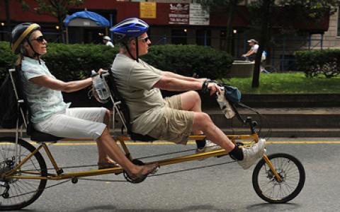 Велокарнавал в парке, запуск трамвая на Лесной, проезд за полцены и другие акции